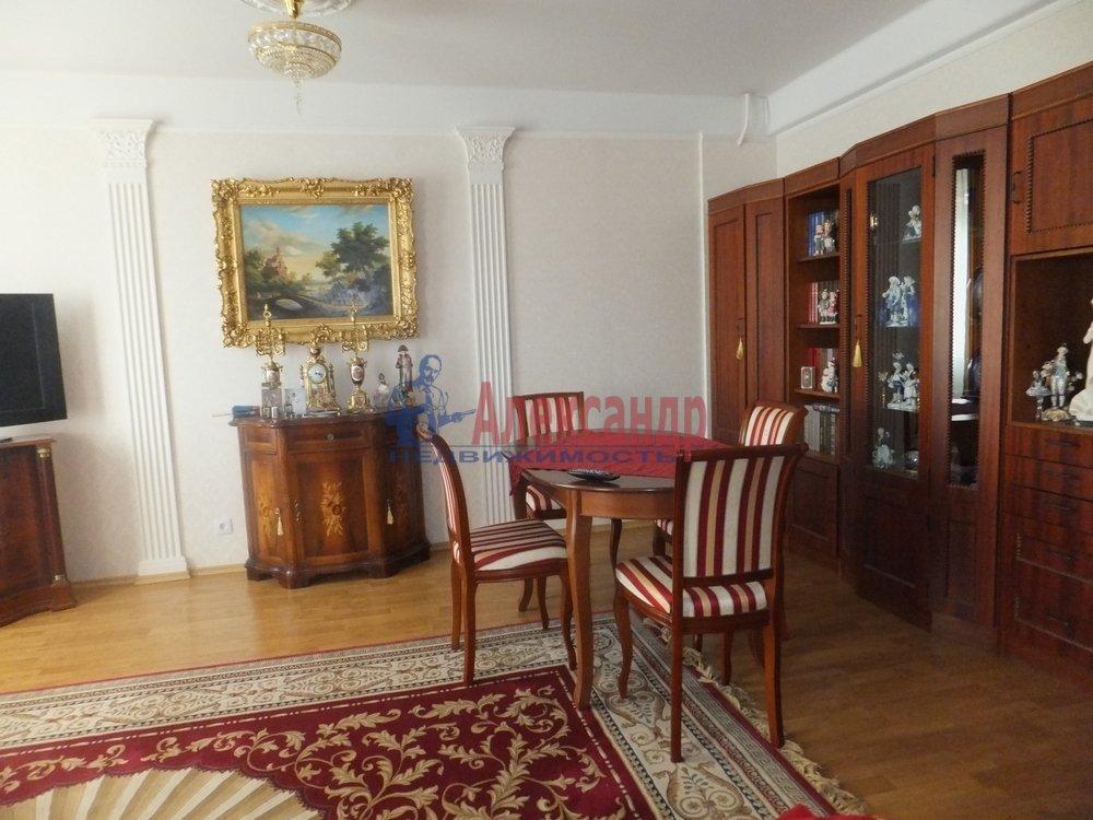 3-комнатная квартира (100м2) в аренду по адресу Елагинский пр., 42— фото 1 из 5