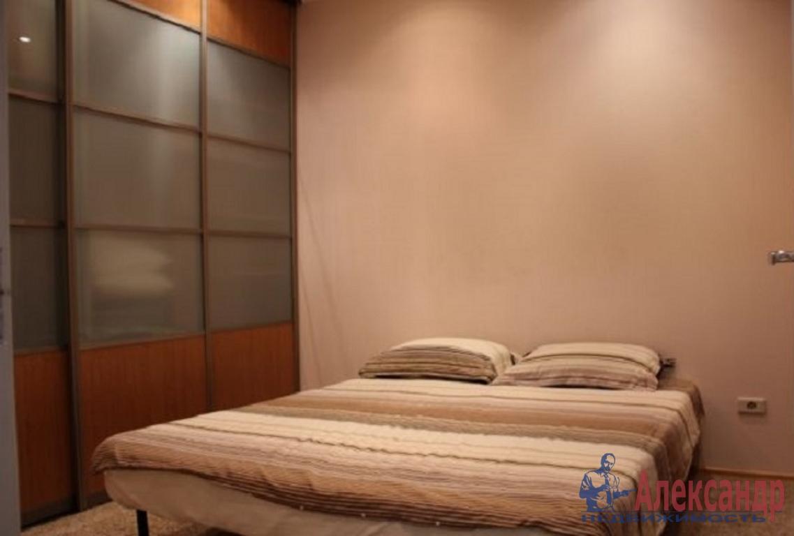 2-комнатная квартира (71м2) в аренду по адресу Розенштейна ул., 9— фото 2 из 3
