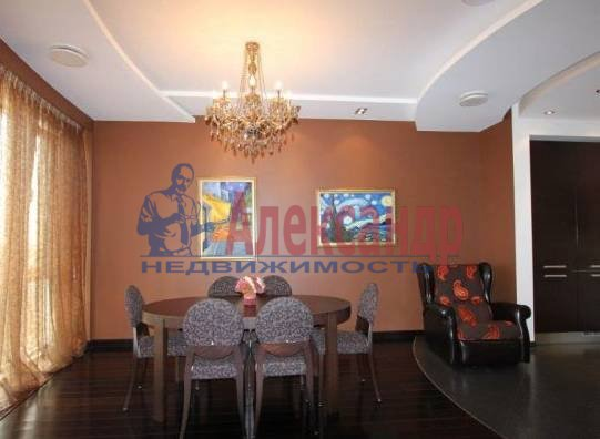 2-комнатная квартира (70м2) в аренду по адресу Кирочная ул., 32/34— фото 2 из 3