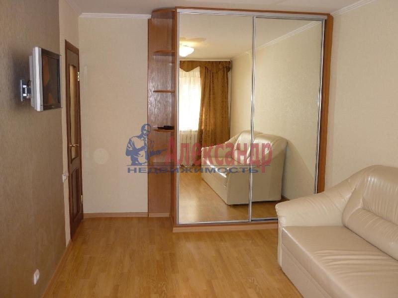 2-комнатная квартира (70м2) в аренду по адресу Просвещения пр., 53— фото 1 из 2