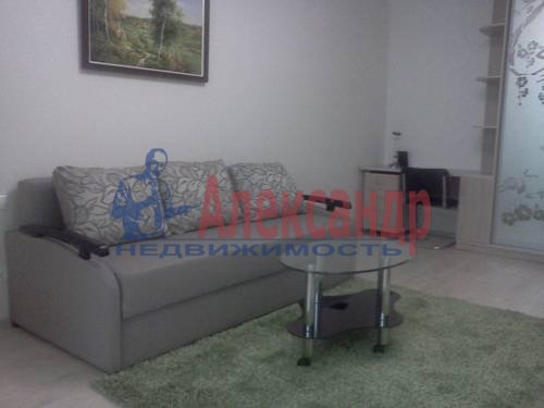 2-комнатная квартира (60м2) в аренду по адресу Катерников ул., 5— фото 1 из 9