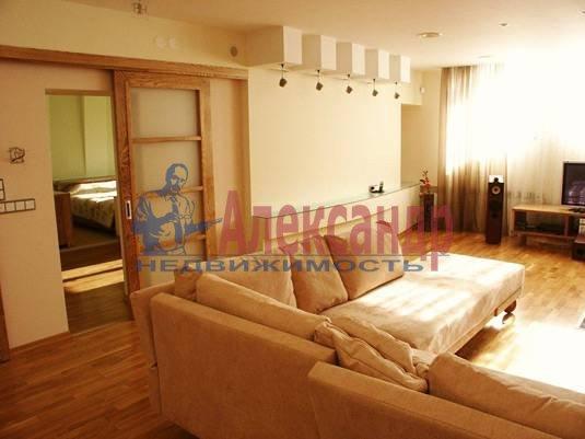 2-комнатная квартира (70м2) в аренду по адресу Композиторов ул., 12— фото 4 из 4