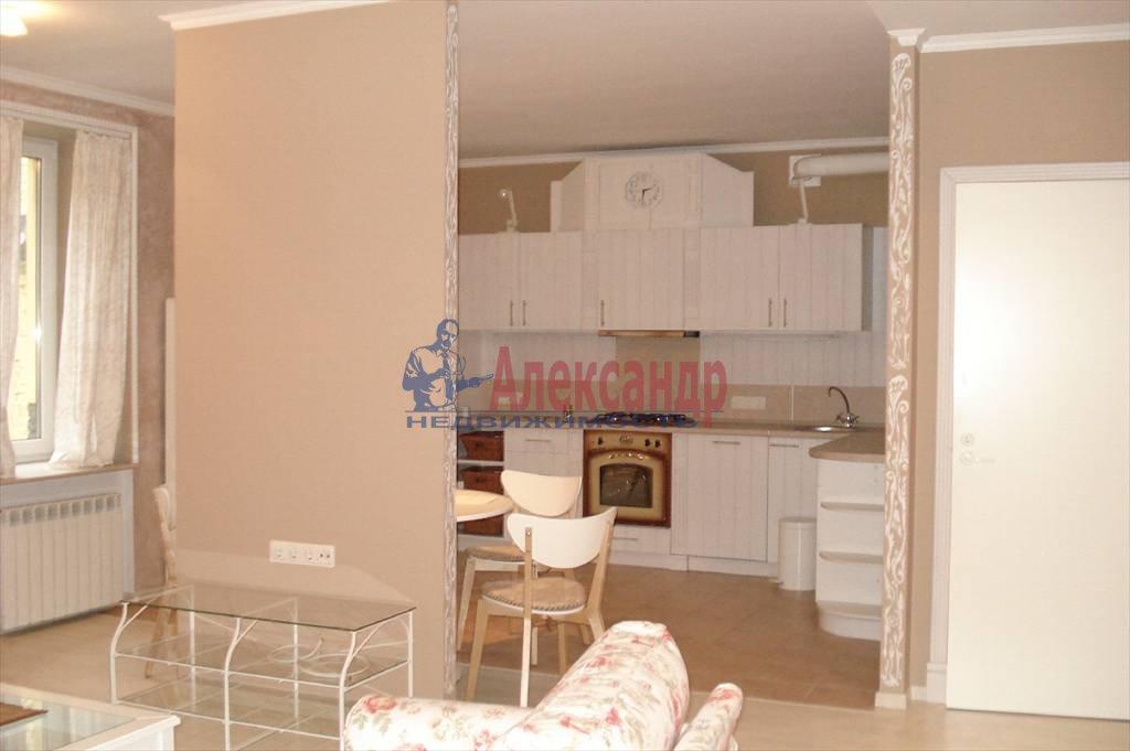 2-комнатная квартира (67м2) в аренду по адресу Коломенская ул., 7— фото 1 из 5