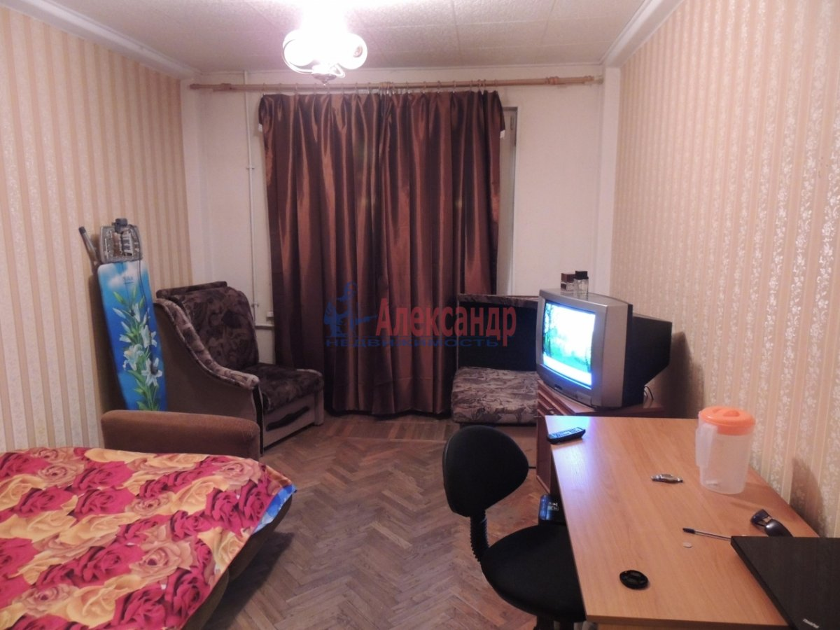 1-комнатная квартира (30м2) в аренду по адресу Большевиков пр., 75— фото 1 из 5