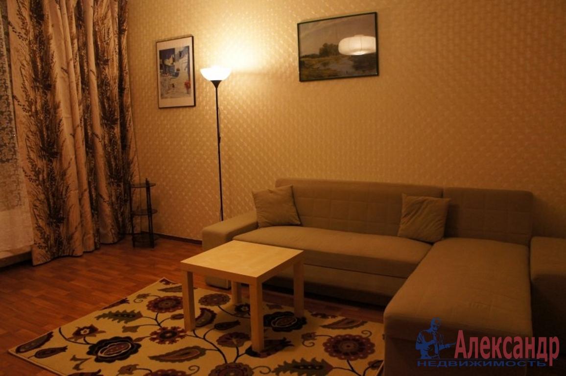 2-комнатная квартира (68м2) в аренду по адресу 6 линия В.О., 17— фото 2 из 3