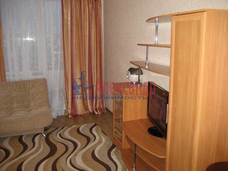 1-комнатная квартира (35м2) в аренду по адресу Ленсовета ул., 88— фото 6 из 8