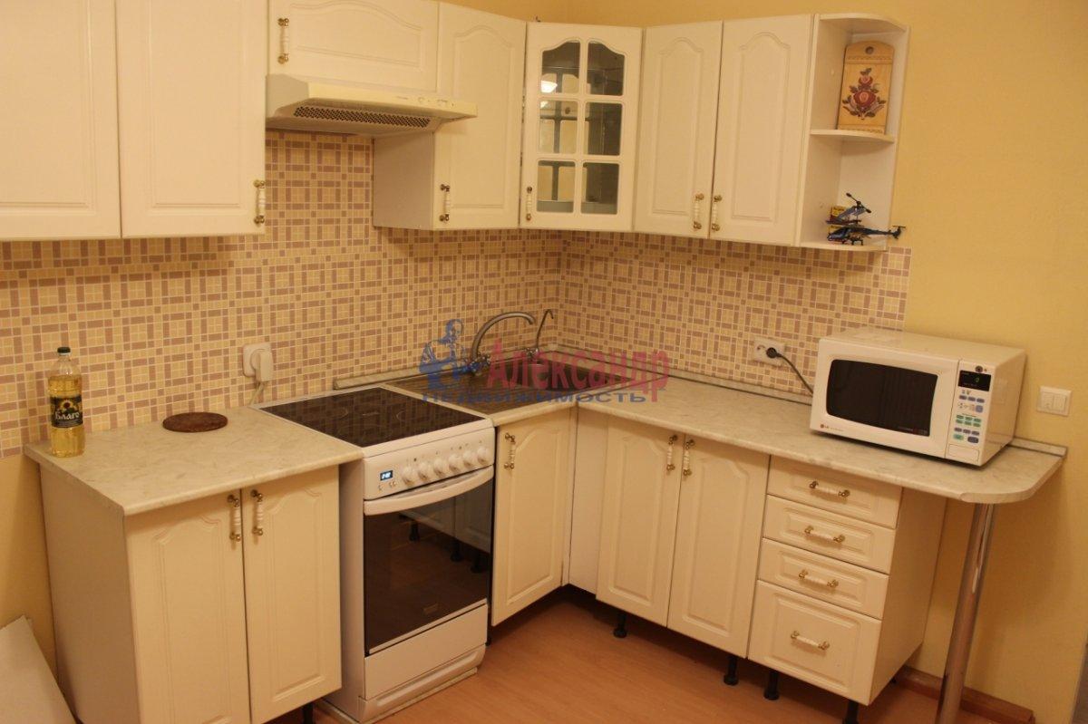 1-комнатная квартира (46м2) в аренду по адресу Оптиков ул., 47— фото 1 из 6
