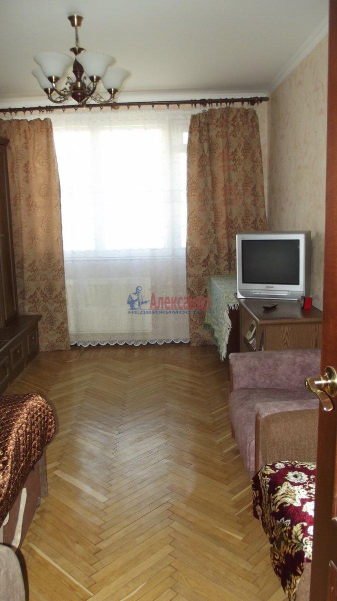 Комната в 3-комнатной квартире (70м2) в аренду по адресу Новаторов бул., 35— фото 1 из 3