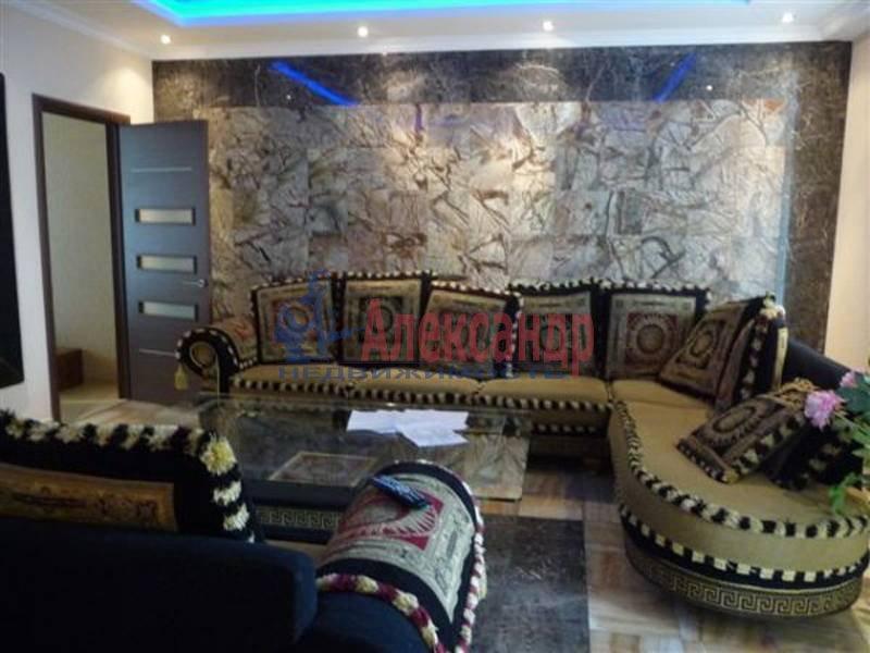 3-комнатная квартира (105м2) в аренду по адресу Петровская наб.— фото 1 из 4