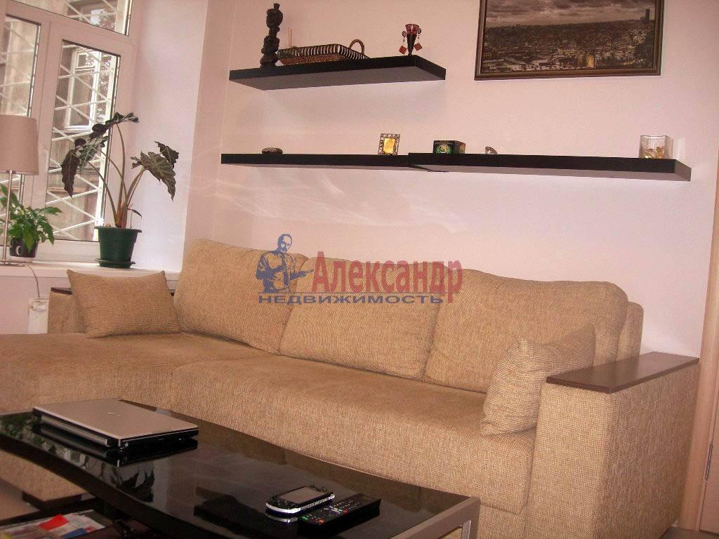 2-комнатная квартира (65м2) в аренду по адресу Дегтярный пер., 8— фото 2 из 8