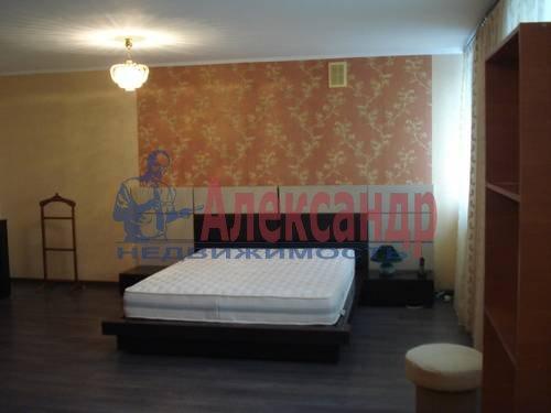 2-комнатная квартира (71м2) в аренду по адресу Есенина ул., 1— фото 8 из 10