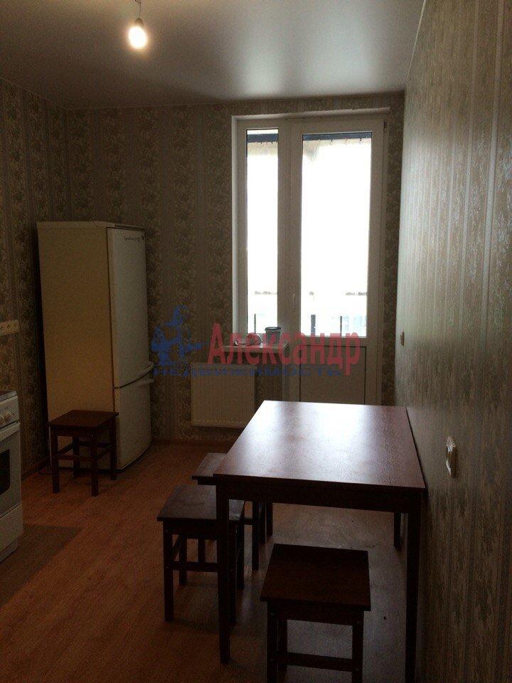 1-комнатная квартира (40м2) в аренду по адресу Русановская ул., 17— фото 2 из 7