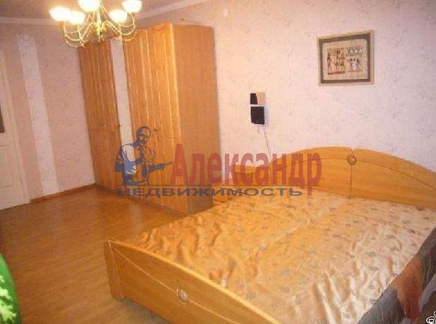 Комната в 2-комнатной квартире (54м2) в аренду по адресу Бухарестская ул., 23— фото 1 из 3