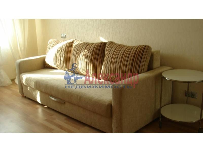 1-комнатная квартира (44м2) в аренду по адресу Обуховской Обороны пр., 110— фото 2 из 9