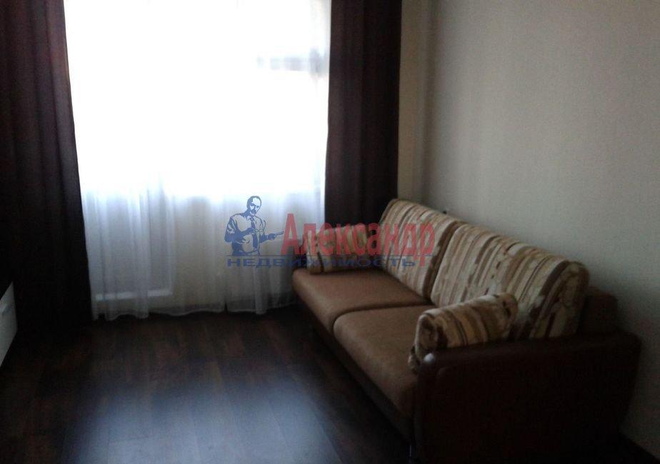 Комната в 3-комнатной квартире (76м2) в аренду по адресу Бухарестская ул., 23— фото 1 из 5