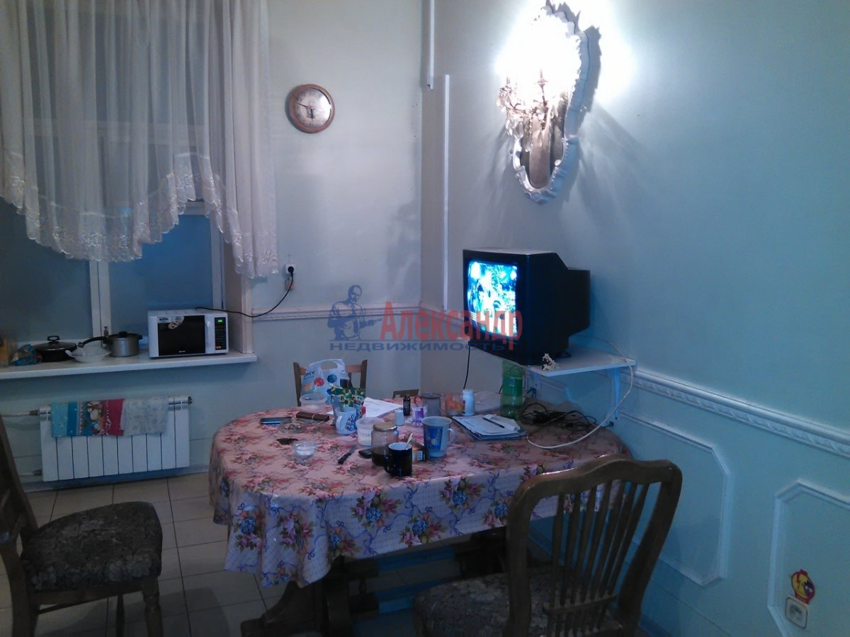 Комната в 2-комнатной квартире (87м2) в аренду по адресу Средний В.О. пр., 33— фото 3 из 8