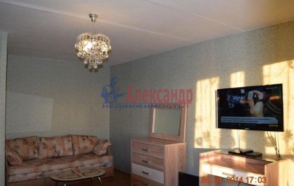 1-комнатная квартира (39м2) в аренду по адресу Большой пр., 55— фото 2 из 2