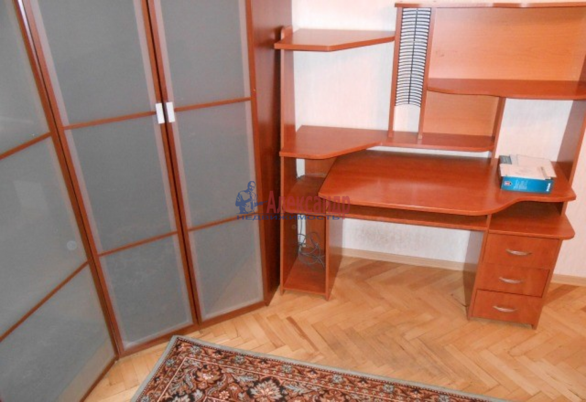 1-комнатная квартира (30м2) в аренду по адресу Звездная ул., 18— фото 9 из 10