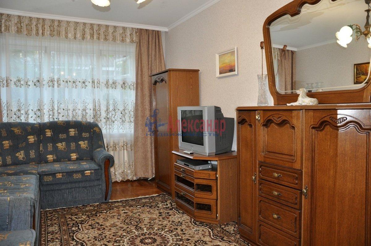 2-комнатная квартира (80м2) в аренду по адресу Каменноостровский пр., 40— фото 1 из 1