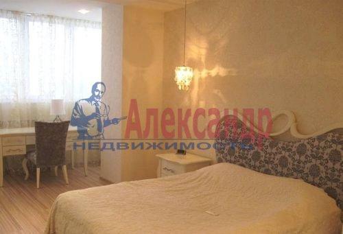 2-комнатная квартира (80м2) в аренду по адресу Кременчугская ул., 11— фото 3 из 7
