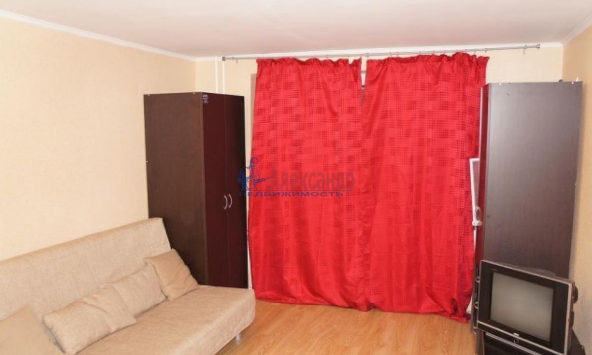 1-комнатная квартира (38м2) в аренду по адресу Ленинский пр., 96— фото 2 из 4
