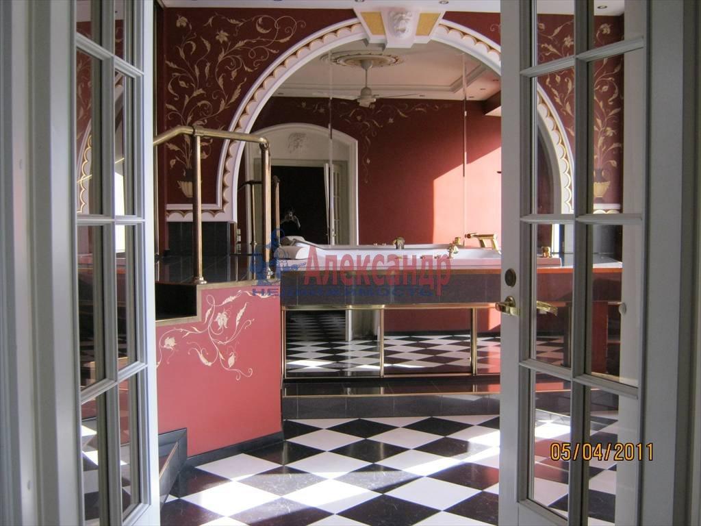 4-комнатная квартира (200м2) в аренду по адресу Суворовский пр.— фото 1 из 6