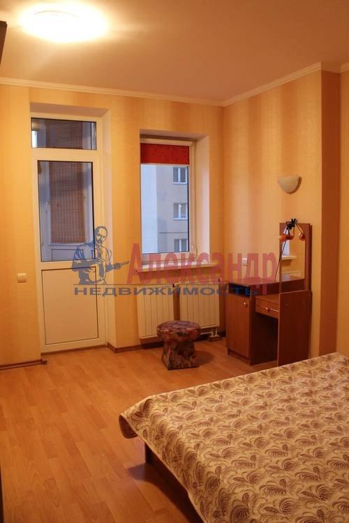 2-комнатная квартира (70м2) в аренду по адресу Просвещения пр., 34— фото 2 из 8