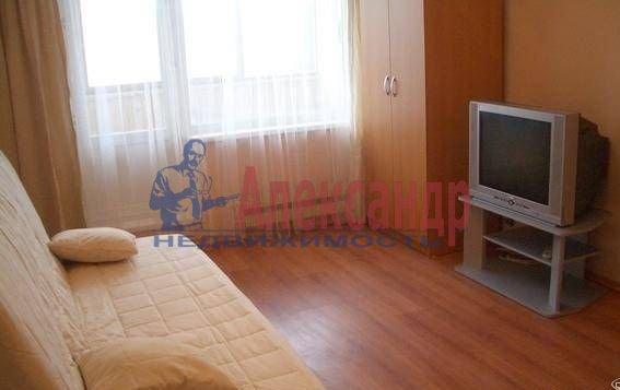 Комната в 3-комнатной квартире (75м2) в аренду по адресу Богатырский пр., 5— фото 1 из 2