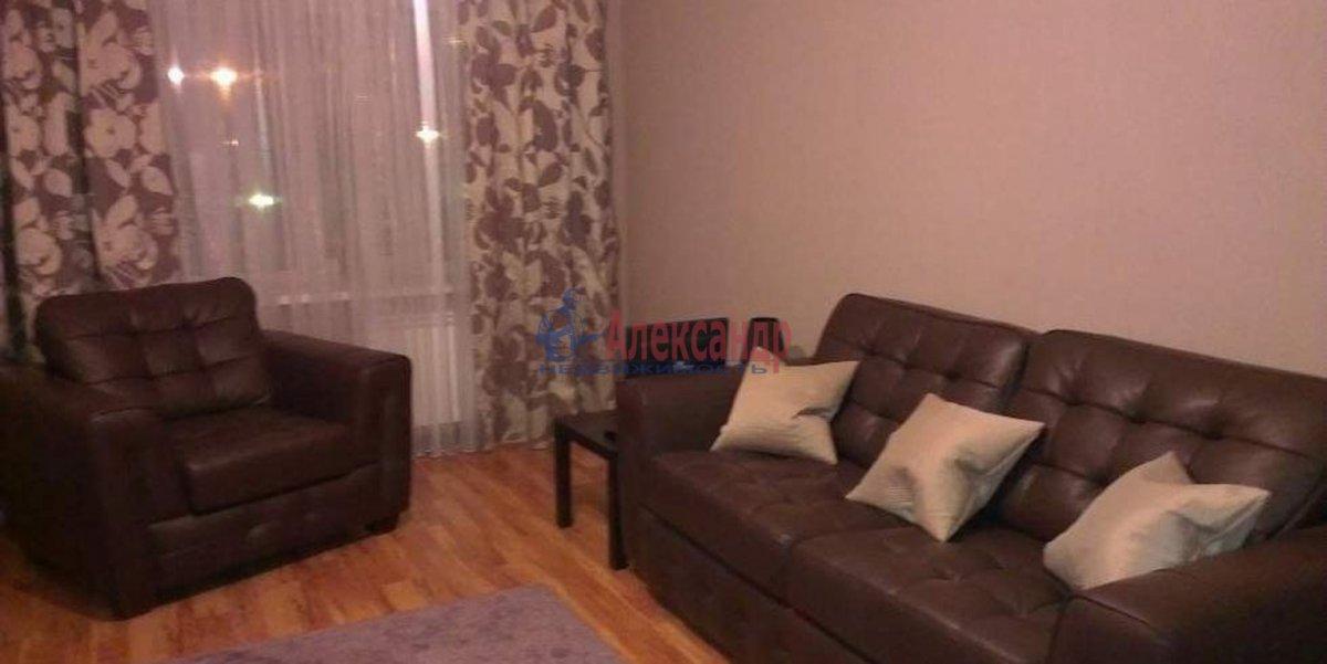 2-комнатная квартира (65м2) в аренду по адресу Ижорская ул., 5— фото 2 из 3