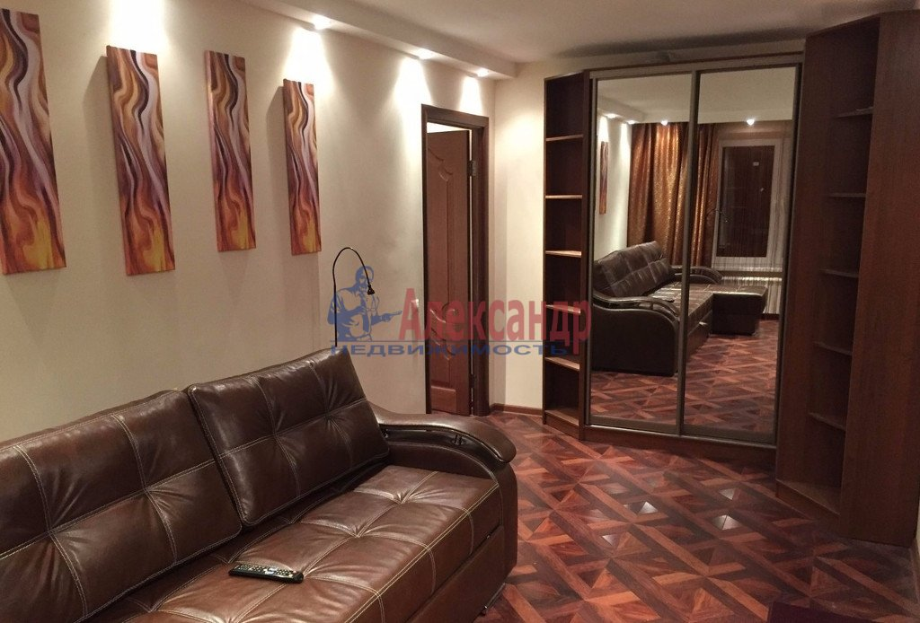 2-комнатная квартира (70м2) в аренду по адресу Метростроевцев ул., 1— фото 1 из 3