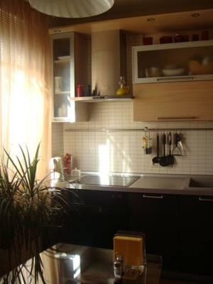 2-комнатная квартира (75м2) в аренду по адресу Беринга ул., 25— фото 1 из 3