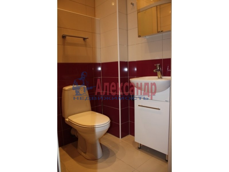 2-комнатная квартира (70м2) в аренду по адресу Народного Ополчения пр., 10— фото 3 из 5