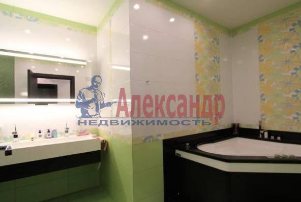 2-комнатная квартира (70м2) в аренду по адресу Кирочная ул., 32/34— фото 3 из 3