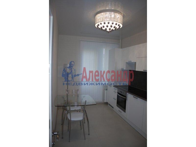 2-комнатная квартира (70м2) в аренду по адресу Народного Ополчения пр., 10— фото 1 из 5