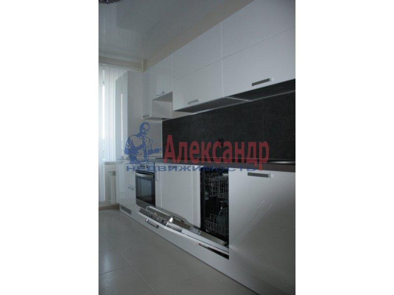 2-комнатная квартира (70м2) в аренду по адресу Народного Ополчения пр., 10— фото 2 из 5