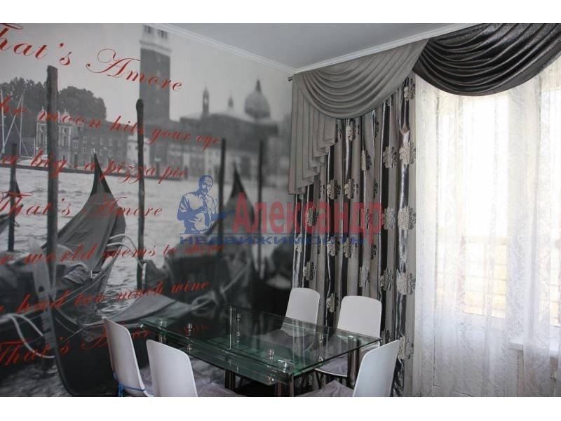 1-комнатная квартира (55м2) в аренду по адресу Исполкомская ул., 12— фото 2 из 9