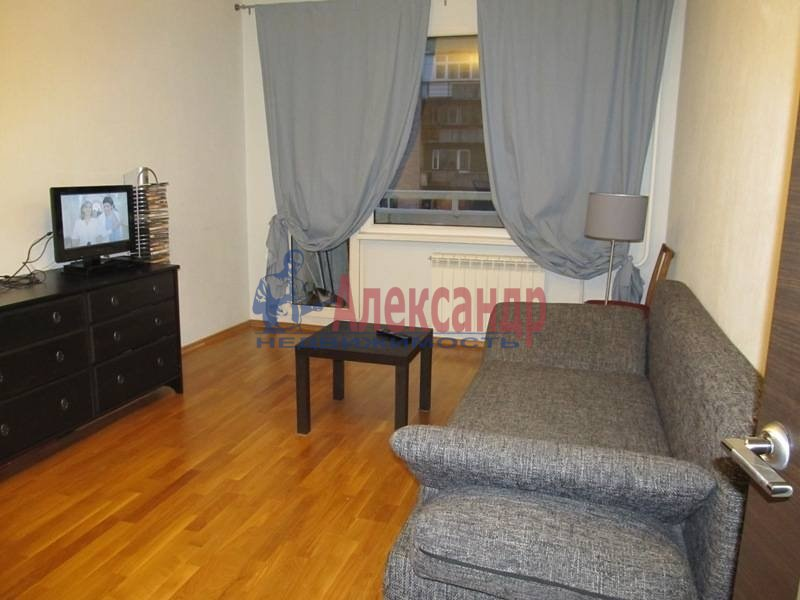 1-комнатная квартира (37м2) в аренду по адресу Луначарского пр., 15— фото 3 из 4