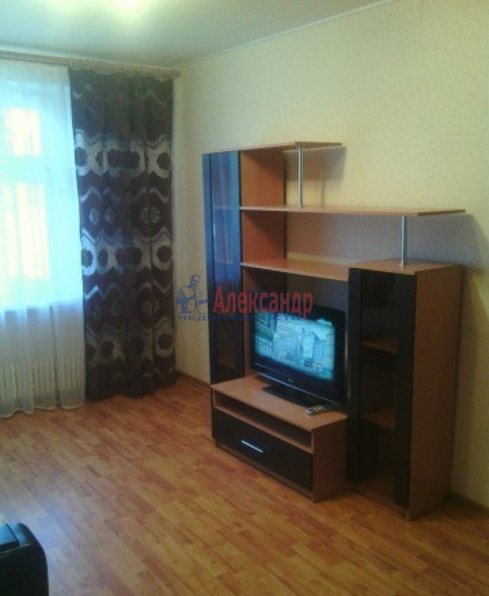 1-комнатная квартира (35м2) в аренду по адресу Нарвский пр., 14— фото 2 из 8