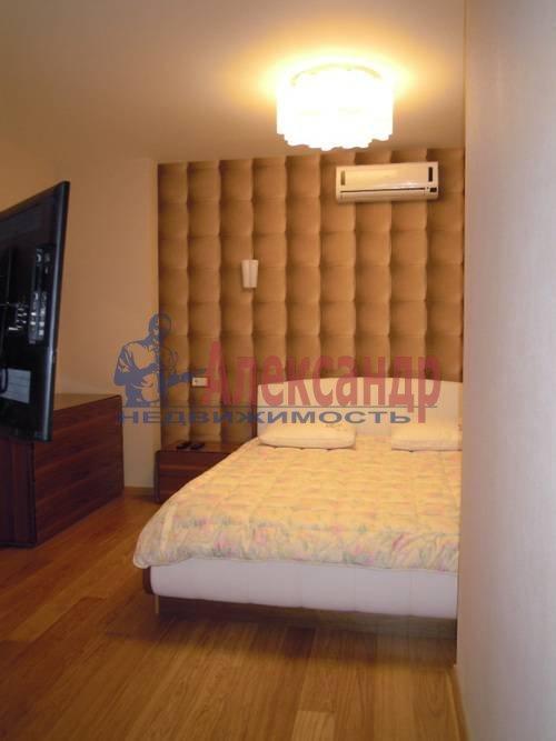 2-комнатная квартира (80м2) в аренду по адресу Свердловская наб., 58— фото 1 из 14