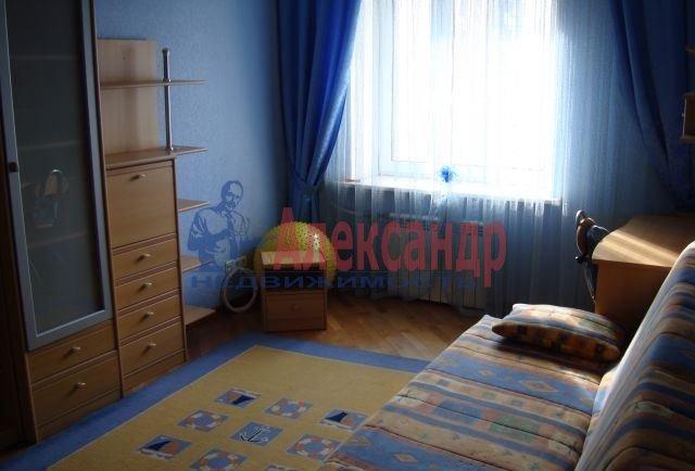 3-комнатная квартира (95м2) в аренду по адресу Комендантский пр., 12— фото 4 из 4