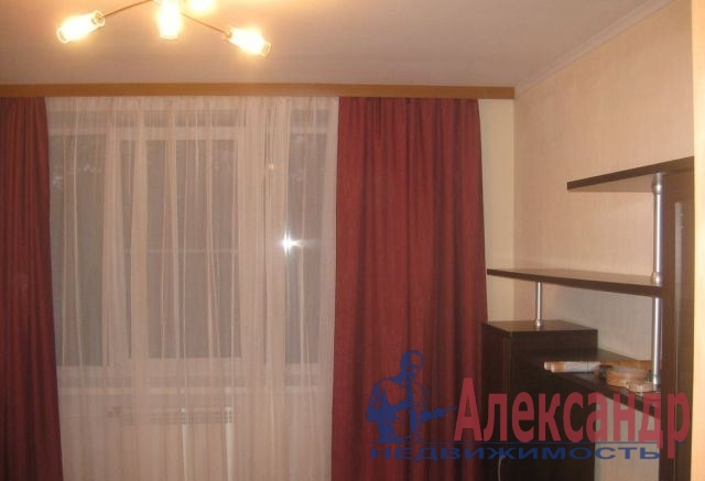 1-комнатная квартира (37м2) в аренду по адресу Ветеранов пр., 47— фото 3 из 6