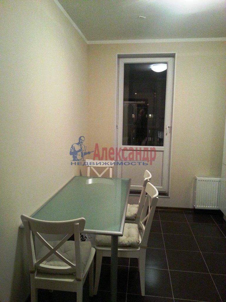 2-комнатная квартира (70м2) в аренду по адресу Народного Ополчения пр., 10— фото 13 из 17