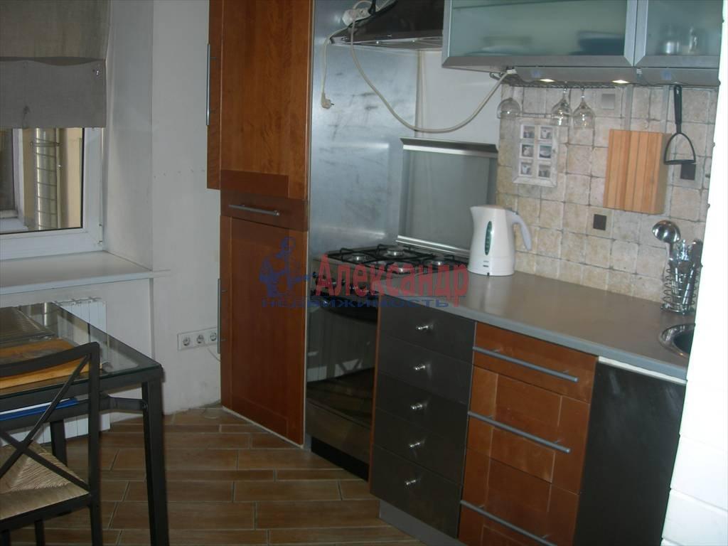 2-комнатная квартира (80м2) в аренду по адресу Маяковского ул., 1— фото 1 из 6