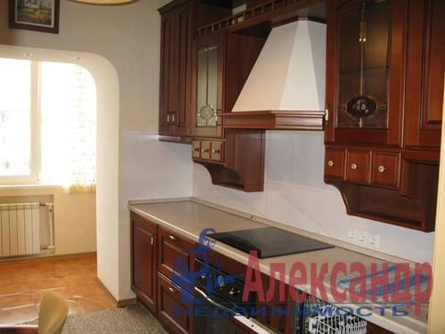 2-комнатная квартира (68м2) в аренду по адресу Галстяна ул., 1— фото 5 из 8