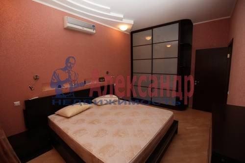 3-комнатная квартира (92м2) в аренду по адресу Бутлерова ул., 40— фото 4 из 8