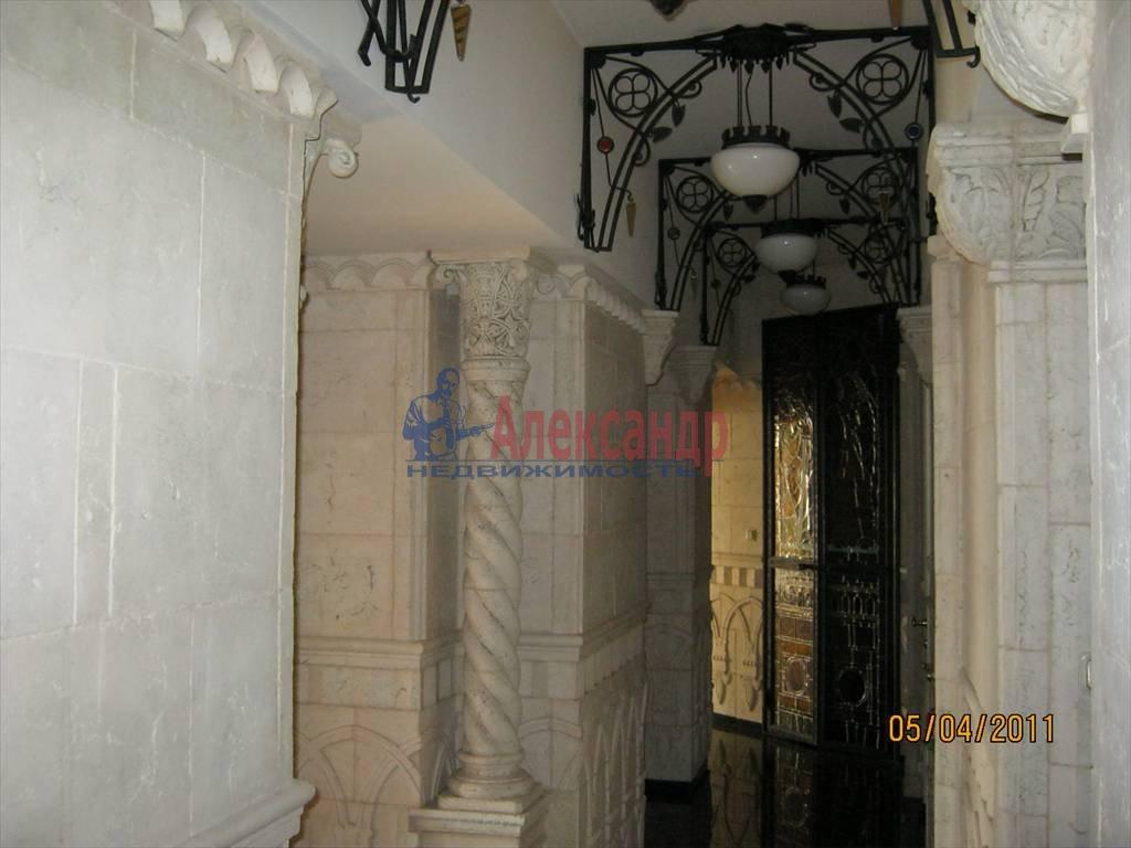 4-комнатная квартира (200м2) в аренду по адресу Суворовский пр.— фото 3 из 6