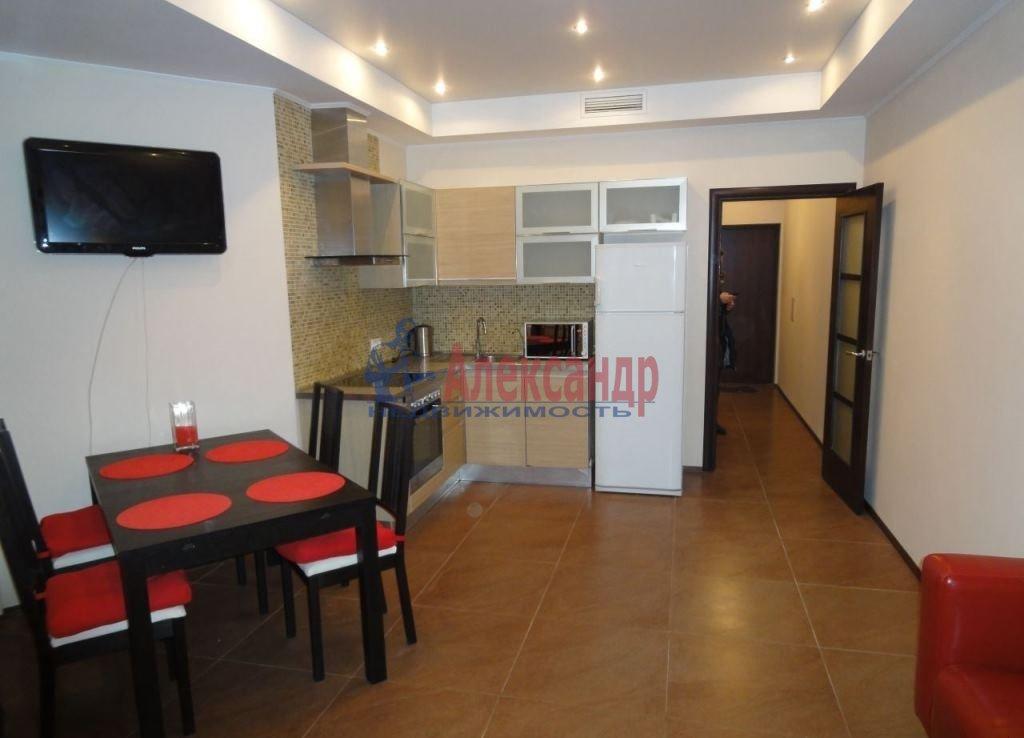 2-комнатная квартира (65м2) в аренду по адресу Ткачей ул., 5— фото 1 из 8