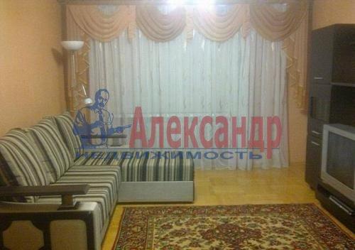 Комната в 2-комнатной квартире (65м2) в аренду по адресу Школьная ул., 7— фото 1 из 1