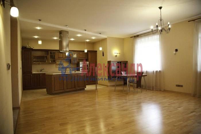 2-комнатная квартира (84м2) в аренду по адресу Пушкин г., Песочная ул., 2— фото 1 из 13