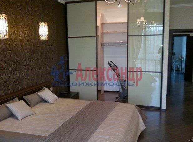 2-комнатная квартира (65м2) в аренду по адресу Комендантский пр., 17— фото 2 из 5